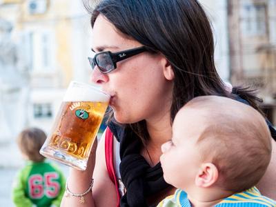 mother drink beer